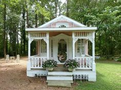 Cute, shabby, chic cottage
