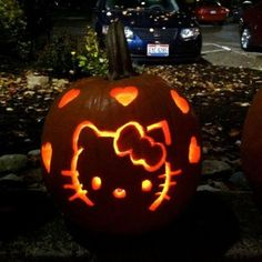 Hello Kitty Jack-o-Lantern/Pumpkin Carving Ideas for Halloween. Hello Kitty Halloween, Hello Kitty Birthday, Halloween Cat, Halloween Pumpkins, Halloween Pictures, Halloween 2019, Happy Halloween, Cute Pumpkin Carving, Pumpkin Carving Patterns
