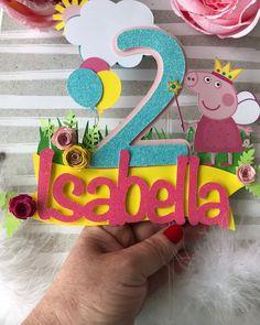 Peppa Pig Birthday Cake, Baby First Birthday, Birthday Cake Toppers, Pig Party, Baby Party, Peppa Pig Images, Aniversario Peppa Pig, Cake Pop Sticks, Paper Cake