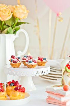 sweet table by Galina Kochergina