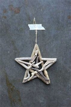 Creative Co-Op Natural Lodge Collection Round Driftwood Star Ornament Product Features Driftwood Approximately For Decorative Use Only Price is for one only Great addition to your holiday decor! Driftwood Christmas Tree, Coastal Christmas, Christmas Crafts, Christmas Ornaments, Driftwood Christmas Decorations, Christmas Tree Star, Beach Christmas, Driftwood Beach, Beach Wood