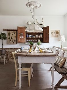 Vintage House: cuisine suédoise. Le coin salle à manger.