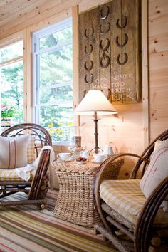 Real Life Inspiration: DIY Lucky Horseshoe Sign | Stylish Western Home Decorating