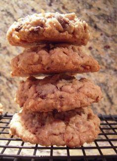 Almond Toffee Chocolate Chip Oatmeal Cookies - - Soo good!