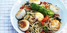 Scoici Saint Jaques cu paste o reteta culinara rapida si sanatoasa. Paste, Calamari, Seafood, Spaghetti, Ethnic Recipes, Baby, Sea Food, Baby Humor, Octopus