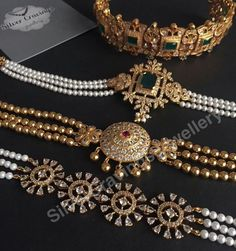 Ideas indian bridal jewelry pearls india for 2019 Indian Jewelry Sets, India Jewelry, Pearl Jewelry, Bridal Jewelry, Antique Jewelry, Gold Jewelry, Indian Gold Jewellery, Jewelry Chest, Diamond Jewelry