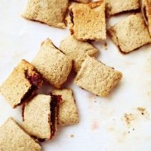 Whole wheat raspberry-date bars - a spin off fig newtons