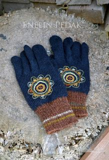 Estonian gloves by Enelin Pedak. I just love brown and blue together.