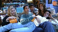 14 Behind The Scenes Pictures Of Friends That'll Bring The Tears Rolling Tv: Friends, Serie Friends, Friends Cast, Friends Moments, Friends Forever, Friends Phoebe, Friends Season, Phoebe Buffay, Friends Behind The Scenes