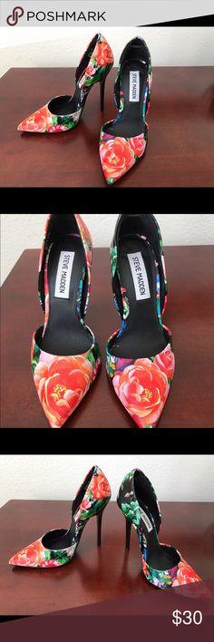 """Steve Madden floral pumps Steve Madden """"Vincible"""" floral multi-color pumps. Size 5. 4 1/2 inch heels Steve Madden Shoes Heels"""