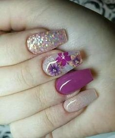 Super Fabulous Flower Glitter Nail Art Designs for Your Big Day
