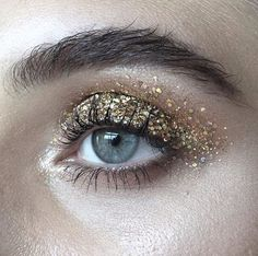 24k magic in the air. #2020AVE #inspo #makeup
