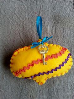 Handmade lucky Christmas pomegranate Pomegranate, Christmas Ornaments, Holiday Decor, Handmade, Home Decor, Granada, Hand Made, Decoration Home, Room Decor