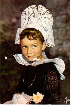 Postcrossing BE-215122 - Card of Belgian national costume, sent by Postcrosser in Belgium.