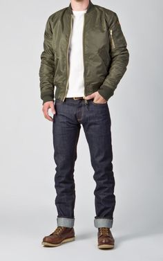 Jackets For Stylish Men. Jackets are a vital part of every man's wardrobe. Men will need outdoor jackets for assorted situations as well as some weather conditions. Bomber Jacket Outfit, Green Bomber Jacket, Mens Leather Bomber Jacket, Leather Jackets, Cool Jackets For Men, Mens Casual Jackets, Stylish Men, Men Casual, Look Man