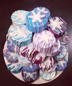Frozen theme chocolate covered Oreos ❄️