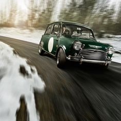 In celebration of the Queen giving us a public holiday tomorrow, here's a Mini Cooper S doing what it do. #drivetastefully #mini #theitalianjob #hothatchery