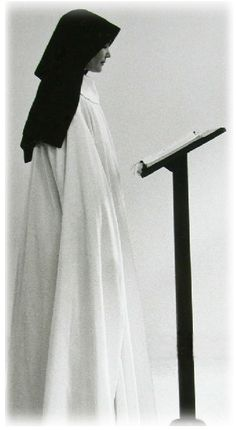Cistercian nun