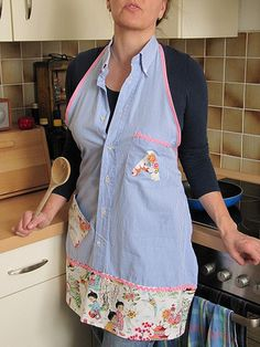 Repurpose Mens Shirts into Aprons, had a really cute border on the bottom. Another fantastic way to make an apron. Maybe we could get one of Michals dress shirts and make Karens apron from that? Sewing Hacks, Sewing Crafts, Sewing Projects, Sewing Aprons, Sewing Clothes, Sewing Men, Men's Shirt Apron, Dress Shirts, Apron Dress