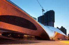 Il legno che ispira  Ecco da dove hanno preso ispirazione gli architetti per progettare questo edificio, un pezzo di legno corroso dall'acqua.  http://www.impresabruschetta.it/la-piu-bella-architettura-del-mondo/