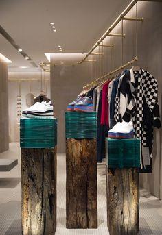 Stella McCartney Via dei Tosinghi, Florence Italy — PJC Light Studio Boutique Interior, Clothing Store Interior, Showroom Design, Shop Interior Design, Retail Store Design, Retail Shop, Visual Merchandising, Window Display Retail, Pop Up