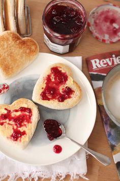 Jam heart toast