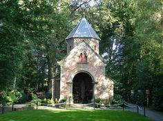 Mariakapel, Borne. Twente wordt ook wel eens het 'land van de Heilige Huisjes' genoemd vanwege de vele Mariakapelletjes die er te vinden zijn. ©RTV Oost