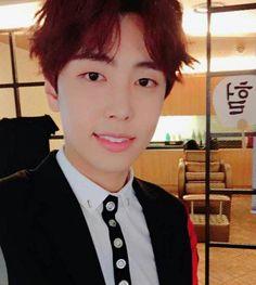 A mi hermana no le gusta SF9 pero cuando le enseñe a Jae Yoon se enamoro de su sonrisa