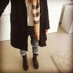 #berlin calling✌️✌✌ #OOTD get wide get #wilde  Woolen navy #coat by #drykorn - cashmere blend #scarf by#burberry - white #tee by #weekday - distressed #boyfriend #denims by #currentandelliott & boots by #supertrash ☀️☀️☀️ Happy friday♥️