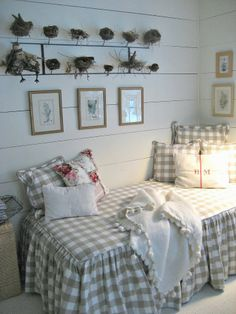 Shabby Chic Interiors Interior design can bring so much more to your home that you probably had expected when you had originally imagined when you purchased it. The great thing is that everyone has what it takes to make their home th Cottage Chic, Style Cottage, Cottage Living, Savvy Southern Style, Southern Living, Beautiful Bedrooms, Country Decor, Bedroom Decor, Master Bedroom