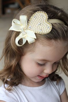 pearl heart ribbon head too cute Kids Headbands, Flower Girl Headbands, Lace Headbands, Pearl Headband, Diy Headband, White Headband, Handmade Hair Accessories, Bling Wedding, Lace Bows