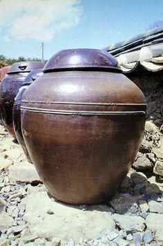 Ceramics Today The Onggi Potters of Korea by Ron du Bois Fermenting Jars, Korean Pottery, Ceramic Pottery, Stoneware, Preserves, House Ideas, Studio, Building, Quotes
