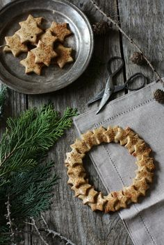 Fragrant Wreath Biscuit | Cinnamon & Thyme