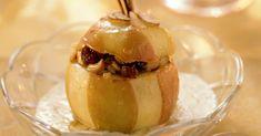 Bratapfel mit Haselnüssen und Rosinen gefüllt ist ein Rezept mit frischen Zutaten aus der Kategorie Kernobst. Probieren Sie dieses und weitere Rezepte von EAT SMARTER!