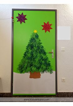 Christmas Tree made of kids paper hands. My second graders love it and are soo proud of it :D