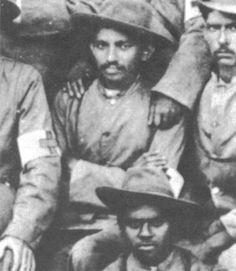 Gandhi Boer war - Mohandas Karamçand Gandi - VikipediBaşçavuş M. K. Gandi, Britanya Silahlı Kuvvetleri Güney Afrika (1900).  Gandhi during the Boer war.