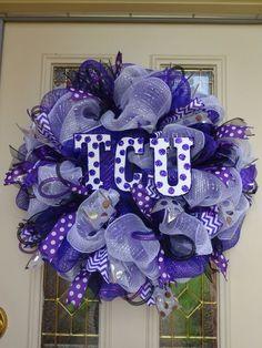 17 Best images about Rustic/Western Diy Wreath, Wreath Ideas, Alabama Wreaths, Christmas Wreaths, Christmas Crafts, Deco Mesh Wreaths, Burlap Wreaths, Baseball Wreaths, Purple Wreath