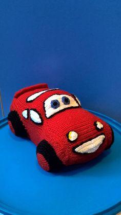Beleuchtung McQueen ist ein Held aus dem Zeichentrickfilm Cars Disney. Lightning McQueen ist handgefertigt. Diese gehäkelte Puppe besteht aus Acryl Garn, Faser-Füllstoff. Beleuchtung McQueen kann Puppe in der Waschmaschine, Voreinstellung der zarte waschen Modus gewaschen werden.