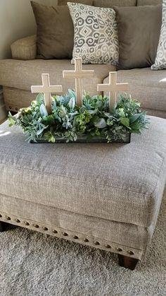 Easter Centerpiece, Diy Easter Decorations, Lent Decorations For Church, Diy Osterschmuck, Easter Religious, Easter Cross, Easter Projects, Easter Party, Easter Décor