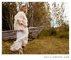 Net-a-Porter has us excited for the cool weather with this new online campaign featuring its fall 2015 selection. Starring model Hana Jircikova, the blonde poses for Hans Neumann of De Facto Inc. in autumn essentials including cozy knitwear, ankle boots and long skirts. Posing in an outdoors setting, Hana is dressed to impress in looks …