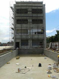 Piscina e edifício educacional - 18/12/2013
