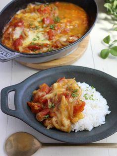 簡単すぎる!ほぼトマトなトマトチーズカレー(ヘルシー低糖質) by 小澤 朋子 / ひとり分:エネルギー140Kcal、たんぱく質4.5g、脂質3.7g、糖質8.0gトマトがお手頃価格になるこの時期に、ほぼトマトで作るオススメレシピです。すぐできてヘルシーなので、朝ごはんにもお夜食にも是非!ごはんにもパンにも麺にも合いますよ。夏の元気とキレイに効果的な栄養素をたっぷり摂り入れましょう♪ / Nadia