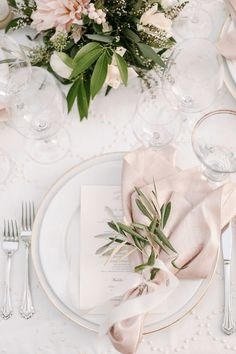 white table setting with pale pink and green accents, pale pink, light pink, blush pink, benjamin moore pink bliss