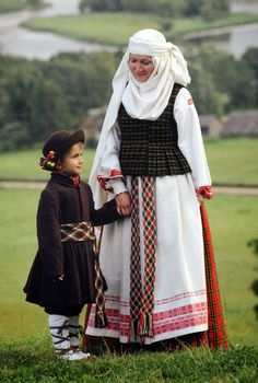 FolkCostume&Embroidery: Overview of the Folk Costumes of Europe