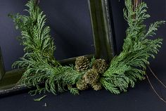 Eclectic Trends: moody Christmas wreath - See more amazing DIY Chrsitmas Wreath ideas at DIYChristmasDecorations.net!