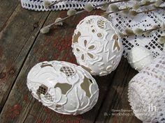 Carving on eggshells. Carved Eggs, Ukrainian Easter Eggs, Egg Basket, Egg Art, Egg Decorating, Egg Shells, Decoration, Decoupage, Origami