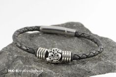 "Armband ""Skull/Totenkopf"" von MK-Kreativschmuck auf http://de.dawanda.com/shop/MK-Kreativschmuck/3344115-Herrenschmuck"