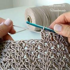 Crochet Tutorial - crochetvideo,crochetbag-Love this stitch . Crochet Motifs, Crochet Stitches Patterns, Tunisian Crochet, Knitting Stitches, Knitting Patterns, Crochet Crafts, Easy Crochet, Crochet Baby, Crochet Projects