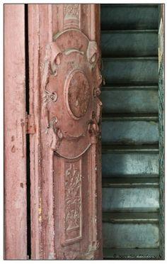 vintage pink french door Door Knockers, Door Knobs, Door Handles, The Doors, Windows And Doors, Front Doors, When One Door Closes, Unique Doors, Doorway