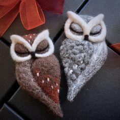 Items similar to needle felted OWL BROOCH by The Lady Moth grey felt owl horned owl needle felted sleeping owl felted owl brooch UK on Etsy Felt Owls, Felt Birds, Felt Animals, Needle Felted Owl, Owl Quilts, Owl Crafts, Fabric Birds, Felt Brooch, Nuno Felting